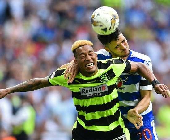 Rajiv van La Parra will move to Serbia from Huddersfield. AFP/Archivo