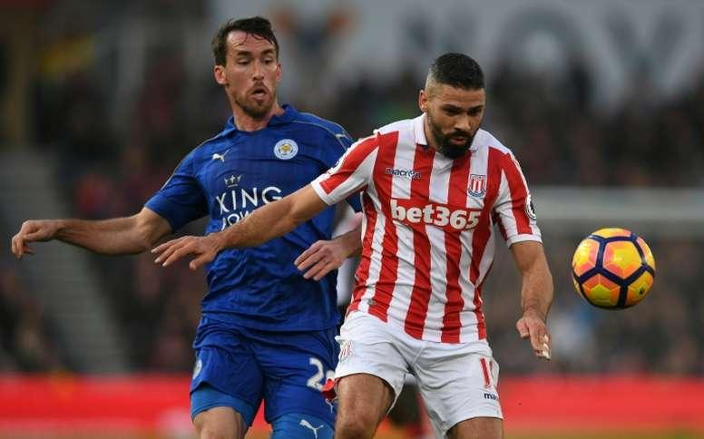 El Leicester podría renovar a Fuchs (i). AFP