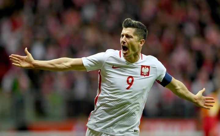 Lewandowski rescata un punto para Polonia. AFP