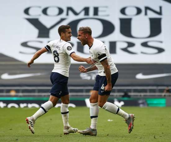 Toby Alderweireld (R) gave Tottenham all three points versus Arsenal. AFP