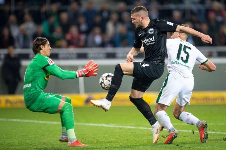 Rebic podría estar forzando su marcha del Eintracht. AFP/Archivo