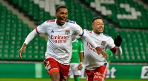 Lyon crush Saint-Etienne to stay in touch at the top. AFP