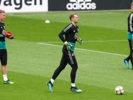 Löw resolve o problema no gol. AFP