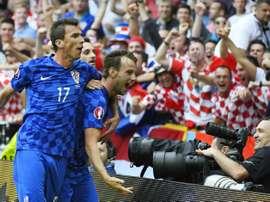 Mario Mandzukic le da la victoria a Croacia. EFE