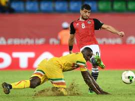 Malis forward Moussa Marega (L) challenges Egypts midfielder Tarek Hamed during the 2017 Africa Cup of Nations group D football match between Mali and Egypt in Port-Gentil on January 17, 2017