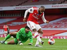 Alexandre Lacazette marcou um dos gols do Arsenal contra o Liverpool. AFP
