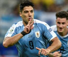Suarez, Cavani score as Uruguay crush 10-man Ecuador in Copa America