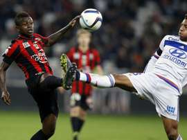 Lyons French midfielder Corentin Tolisso (R) vies with Nices Ivorian midfielder Jean Michael Seri (L) during the French L1 football match Nice (OGC Nice) vs Lyon (OL) on November 20, 2015 at the Allianz Riviera stadium in Nice, France