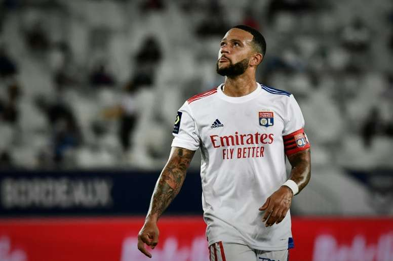 Depay looks set to join Barca and is angry with Lyon. AFP