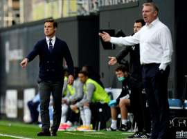 Scott Parker (L) did not like the owner apologising for the team's performance. AFP