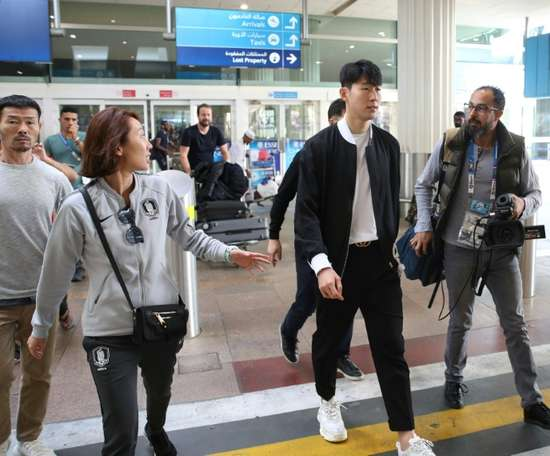 Son Heung-min (2-R) arrived in Dubai after playing in Tottenhams 1-0 loss to Manchester United. AFP