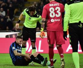 Mauro Icardi (R) injured during an Italian Serie A football match against Bologna. BeSoccer