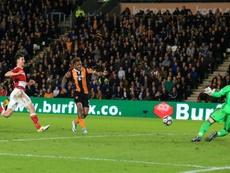 Hull Citys striker Abel Hernandez (C) scores