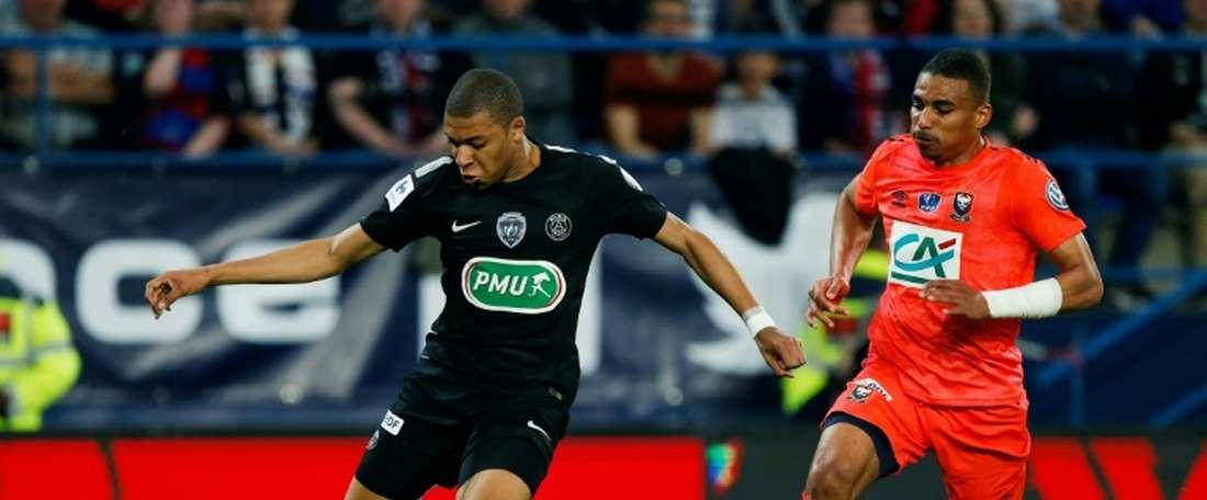 El Sevilla quiere hacer de Djiku el nuevo Lenglet. AFP