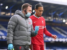 Liverpool must stay in trophy hunt for injured Van Dijk, says Henderson