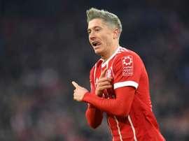 Robert Lewandowski continue seul en tête du classement des buteurs de Bundesliga. AFP