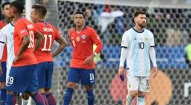 Messi sigue por detrás de CR7 en cuanto a expulsiones. AFP