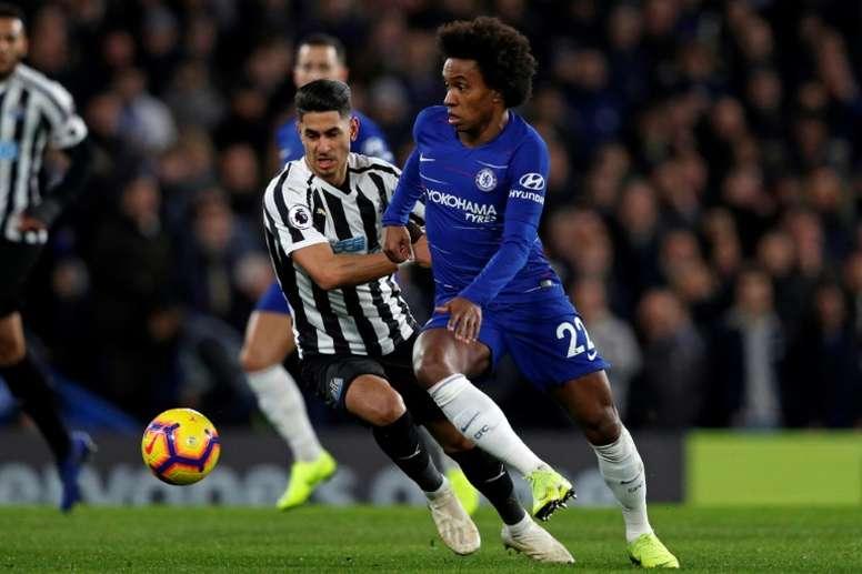 Willian quiere firmar por tres cursos, pero el Chelsea solo le ofrece dos. AFP