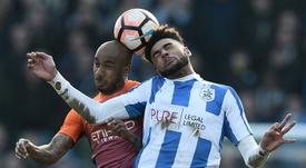 El jugador del Huddersfield es un portento en el juego aéreo. AFP