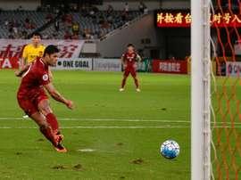 Hulk hizo el tanto que mandó el choque a los penaltis. AFP