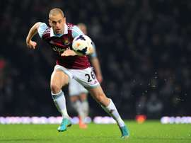 Joe Cole runs after the ball during his time at West Ham United. BeSoccer