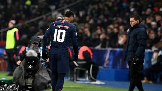 'Ney is worried': Neymar suffers fresh metatarsal injury in PSG win