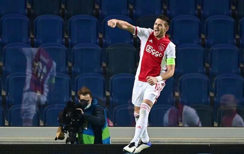 Le formazioni ufficiali di Ajax-Midtjylland. AFP