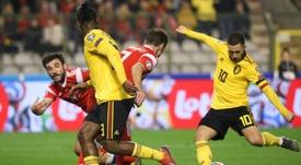 Eden Hazard bromeó con el fallo de Courtois que casi le sale caro a Bélgica. AFP