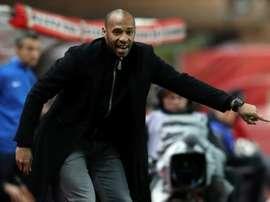 Thierry Henry, alors entraîneur de Monaco, transmet des consignes lors d'un match contre Rennes. AFP