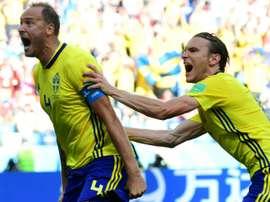 Granqvist rectificó y seguirá en la Selección Sueca. AFP