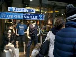 Le soutien à l'US Granville affiché dans des boutiques, le 29 mars 2016 à Granville. AFP