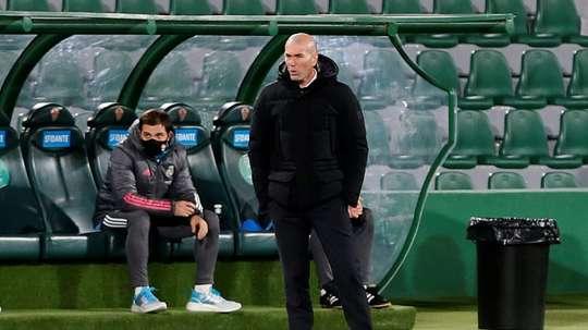 Raymond Domenech défend la politique de Zidane. AFP