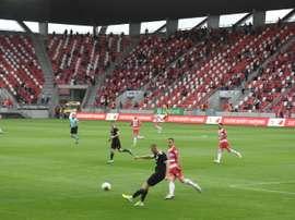 Le football a retrouvé son public en Hongrie. AFP