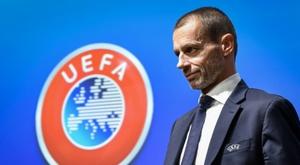 A UEFA quer acabar a temporada em agosto. AFP