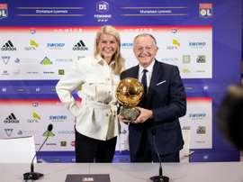 ean-Michel Aulas pose avec l'attaquante de l'OL Ada Hegerberg. AFP