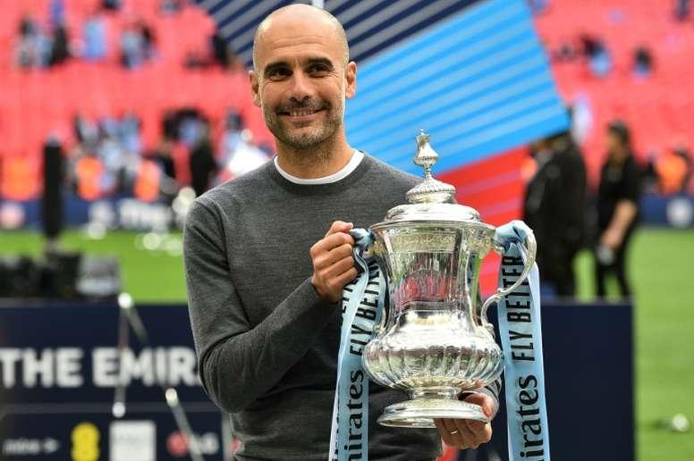 Guardiola ressaltou a dificuldade de vencer a tríplice coroa na Inglaterra. AFP