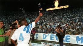 Basile Boli rend hommage à Jean-Claude Hamel. AFP