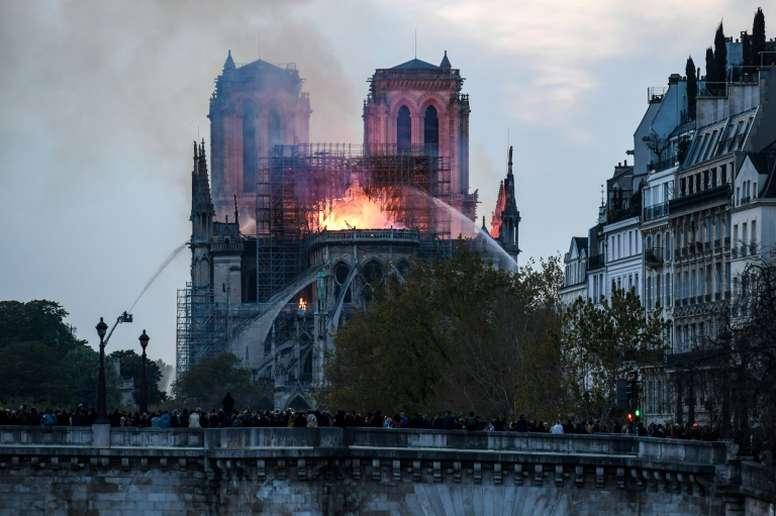 Dono do Rennes doará 100 milhões para reconstruir Notre Dame. AFP