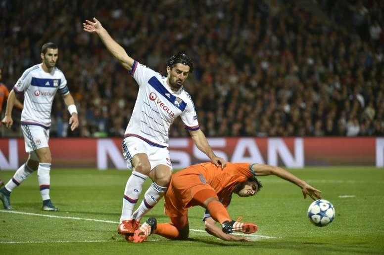 Milan Bisevac, en un partido de Champions con el Olympique de Lyon. AFP