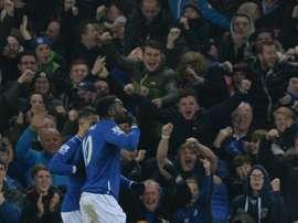 Romelu Lukaku (d) auteur du 2e but dEverton face à Manchester City en demi-finale aller de la Coupe de la Ligue, le 6 janvier 2016 au Goodison Par