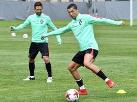 Les Portugais Cristiano Ronaldo et Joao Moutinho lors dun entraînement le 23 juin 2017. AFP