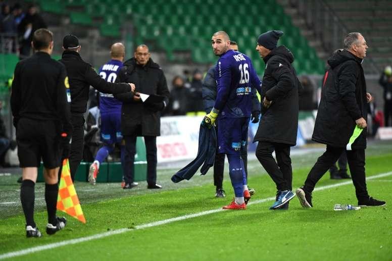 Le gardien de Saint-Etienne Stéphane Ruffier exclu lors du match face à Monaco. AFP