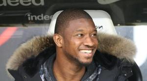Le défenseur Almamy Touré sur le banc de Francfort. AFP