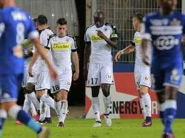 Lattaquant angevin Famara Diedhiou (c) est congratulé par ses coéquipiers après un de ses deux buts à Bastia, le 15 octobre 2016