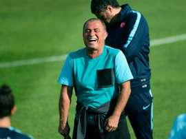 Los problemas se le acumulan al seleccionador turco. AFP
