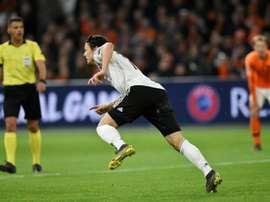 Nico Schulz (c) lors de la victoire à Amsterdam 3-2. AFP