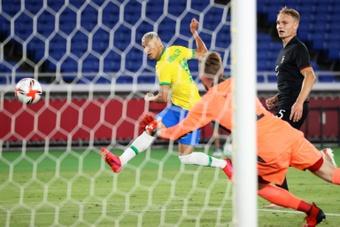 Richarlison, una promesa si ganan el oro y el reto de Neymar con el '10'. AFP