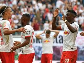 Leipzig bat Francfort et rejoint Dortmund en tête. AFP