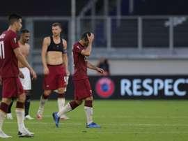 La déception des joueurs de lAS Rome, après leur élimination en 8e de finale de la Ligue Europa. AFP