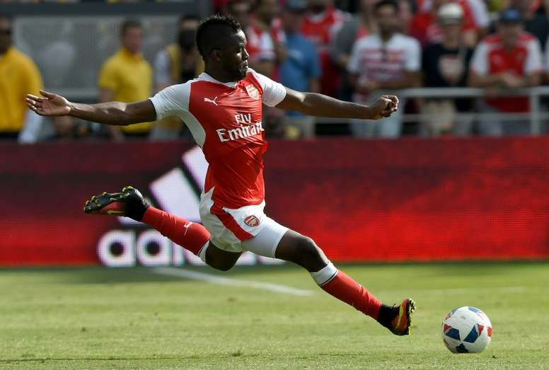 L'attaquant d'Arsenal Joel Campbell s'apprête à frapper le ballon lors du match amical face à une sélection de la MLS à San José en Californie, le 28 juillet 2016